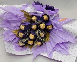 004 - Buquê com 12 tulipas em origami e 12 Ferrero Rocher