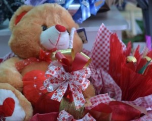 048 - Cesta com Urso e chocolates