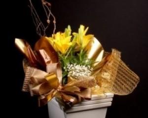 066 - Vaso de lírio decorado com cachepô