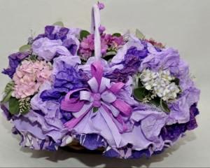 04  - Cesta decorada contendo 5 vasos de violeta
