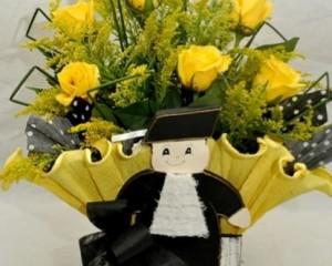 019  -cachepô decorado com formando contendo 12 rosas