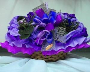 015 - Cesta com 5 vasos de violetas