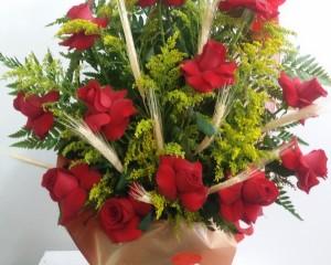 014- Cesta decorada com 12 rosas