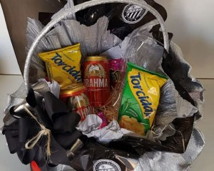 18- cesta do operário com cerveja, petisco e bombons