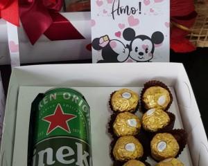 20- Caixa decorada com cerveja e chocolates